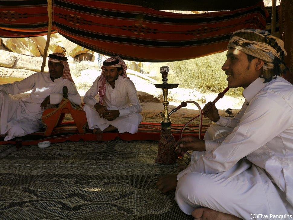 ベドウィン(アラブの遊牧民族)のテントにお邪魔して異文化体験