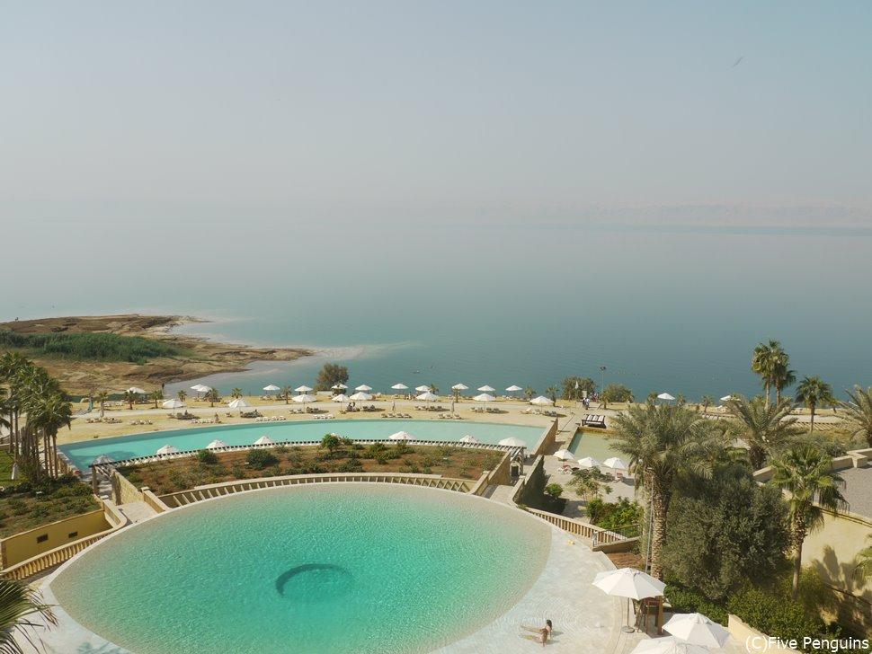 死海のリゾートホテルでラグジュアリーな滞在も可能