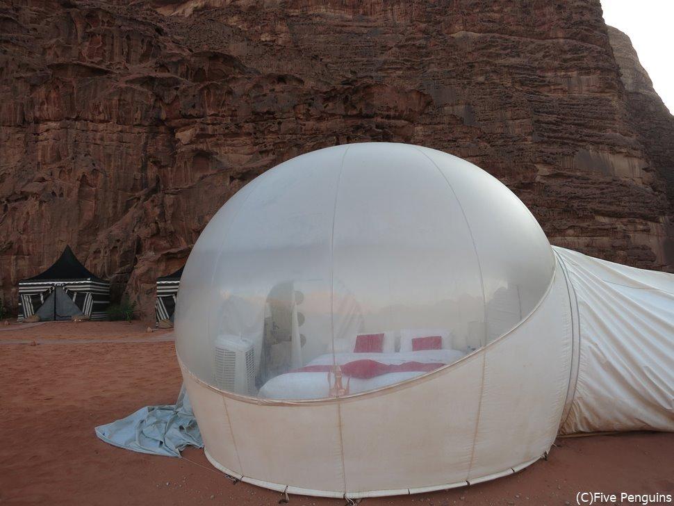 ワディラムの砂漠で豪華テントに滞在するのもおすすめ