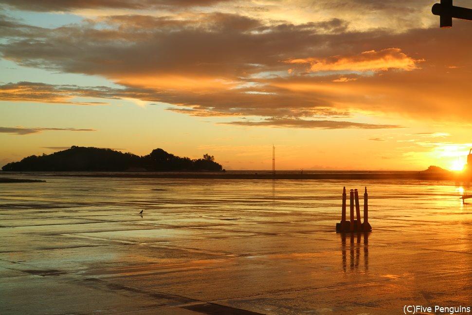 セイシェル・マヘ島の美しい夜明け