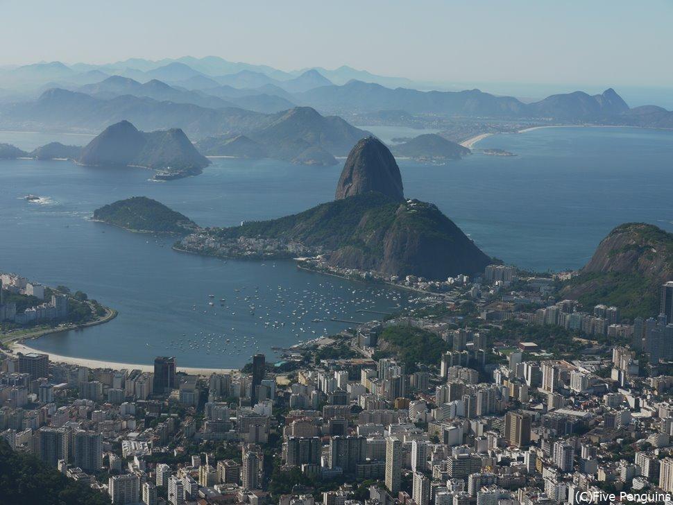 コルコバードの丘からリオデジャネイロの街とグアナバラ湾を一望しよう