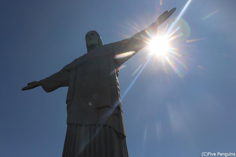 コルコバードの丘のキリスト像。午前中の訪問がオススメ。