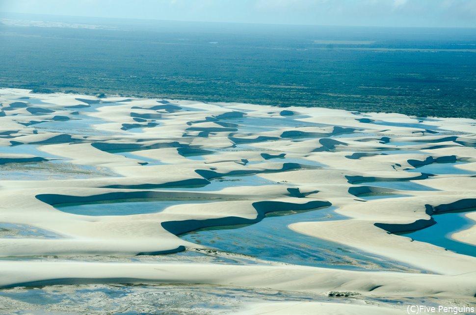 セスナから見下ろす、レンソイス砂丘の風景