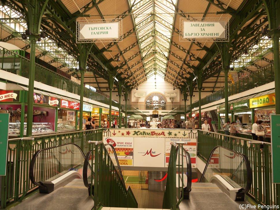 パリの中央市場をモデルに設定された美しい中央市場
