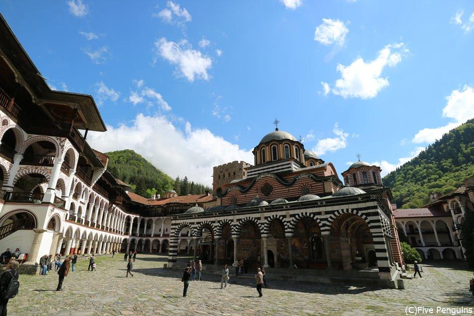 ストライプ模様が特徴的なリラの僧院 聖母聖堂