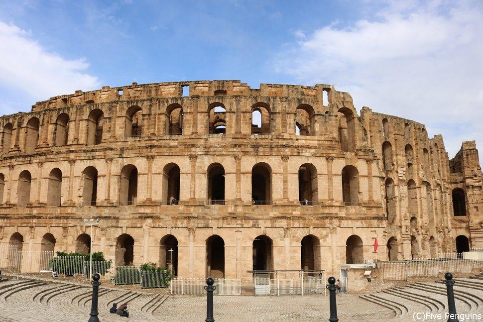 エルジェムの円形闘技場は本場ローマのものよりも保存状態が良いそうです。