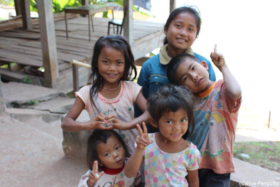 ラオスの子供たち。顔立ちはやっぱりタイ人に似ています。