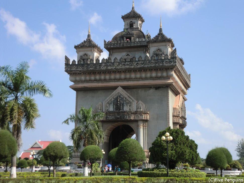 凱旋門(ラオスver.)なんとなく東南アジアっぽい雰囲気も感じます。