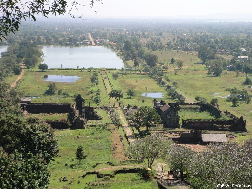 寺院の前に池があるのもアンコール遺跡っぽい