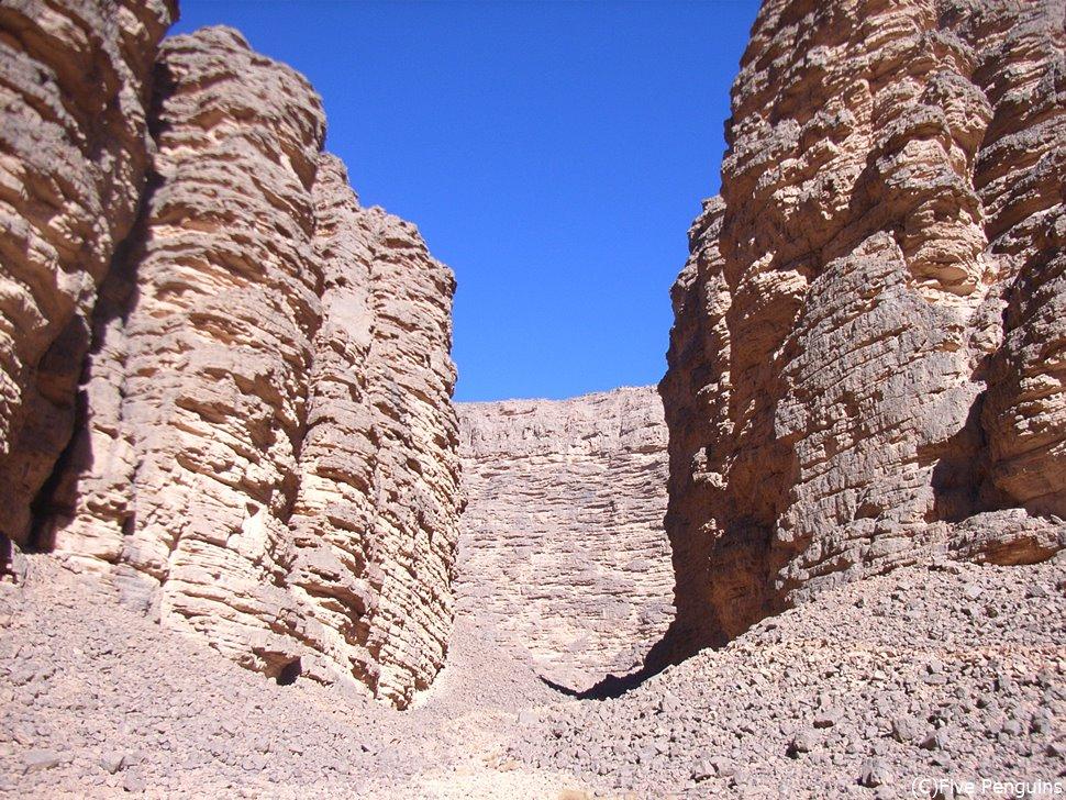タッシリ・ナジェール(サハラ砂漠)のトレッキング中の風景