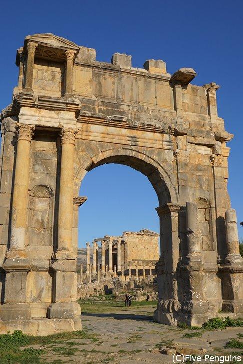 ジェミラ遺跡のカラカラ帝の凱旋門