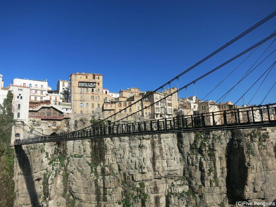 歩行者専用の巨大な吊り橋 ペルゴ橋