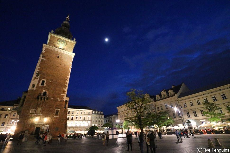 クラクフ旧市街・中央広場夜景