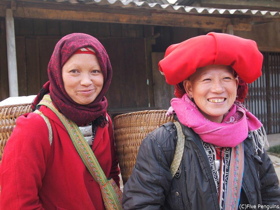 頭に巻いた赤い布が特徴的な赤ザオ族の女性。