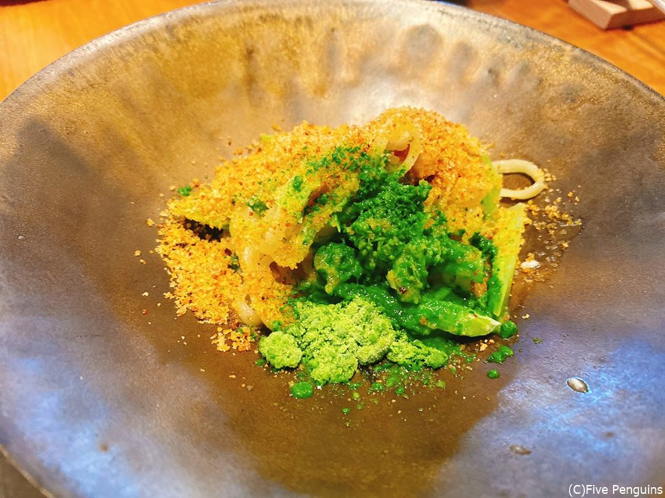 パッパルデッレというお皿 鰆と菜の花が美しい ニラ、トマトや香草のパウダーも