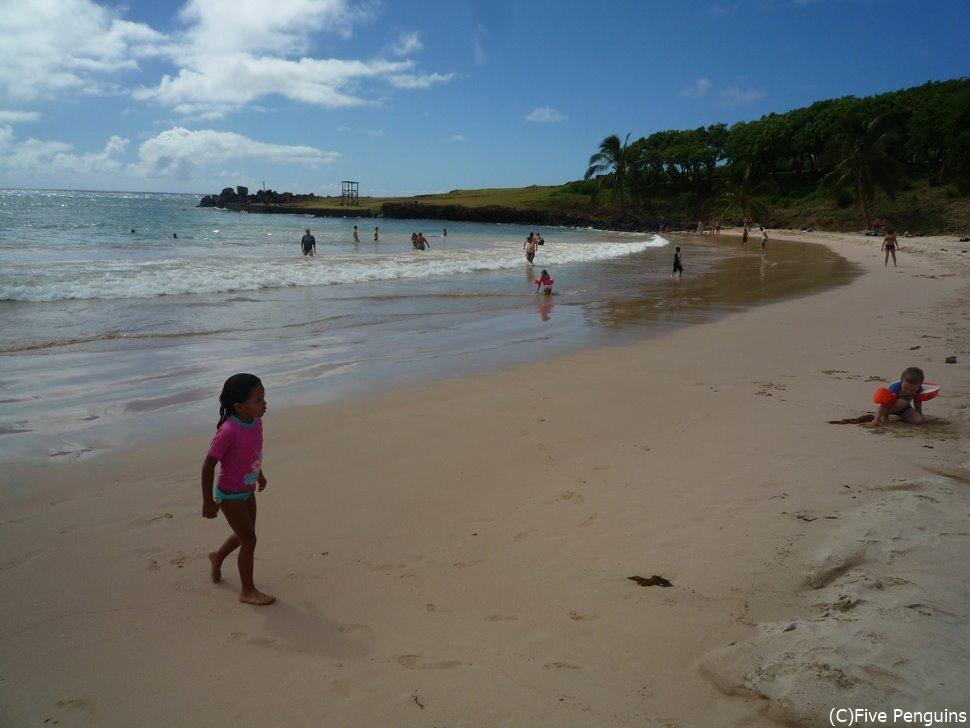 イースター島で唯一、遊泳が可能なアナケナビーチは波も穏やか