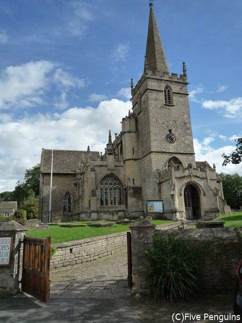 聖シリアク教会。ハリーの両親の墓はこの教会の墓地にあるという設定だとか。