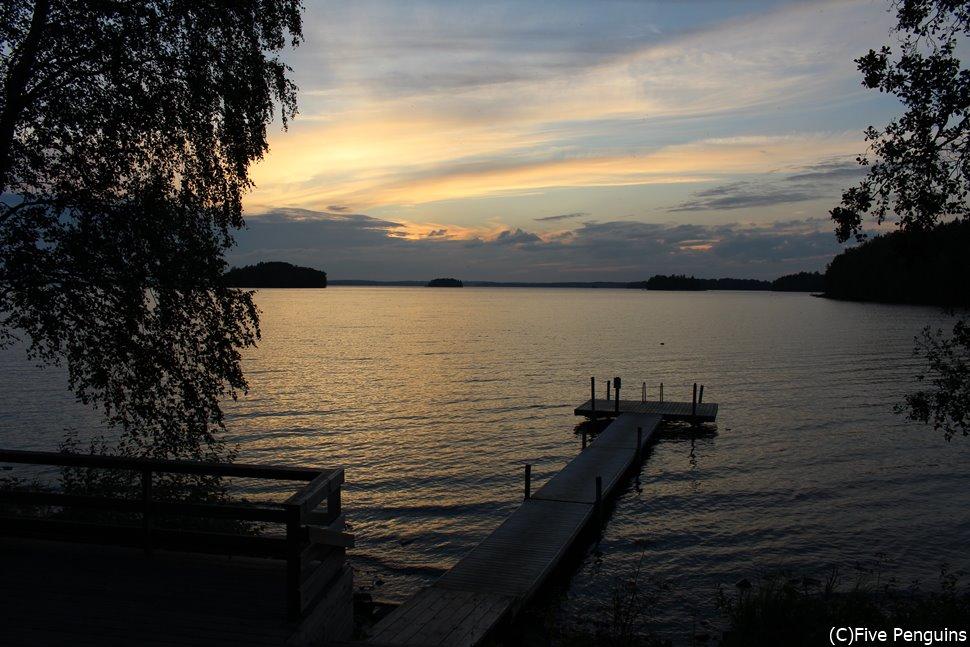 サウナの後は目の前の湖へダイブ