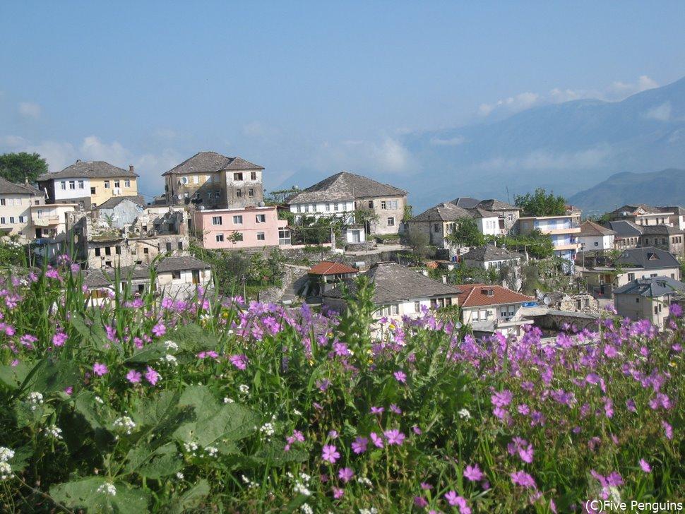 世界遺産のジロカストラの町