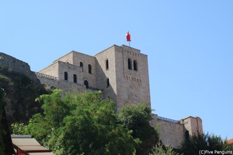 クルヤ城(クルジャ城) ちかくにあるバザールは土産物探しに最適