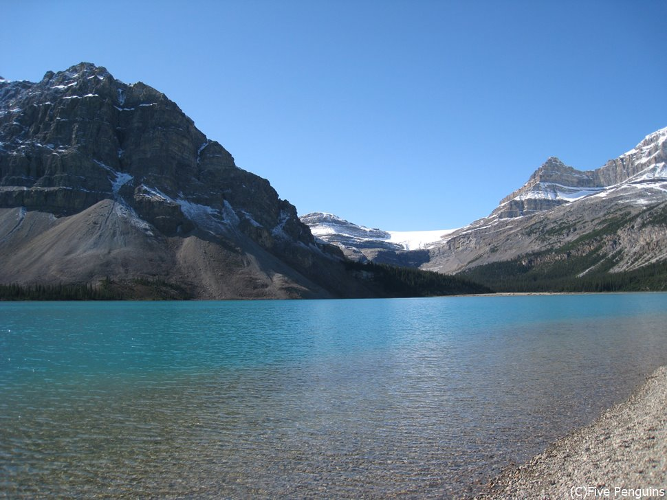 どこまでも澄み切っているボウ湖