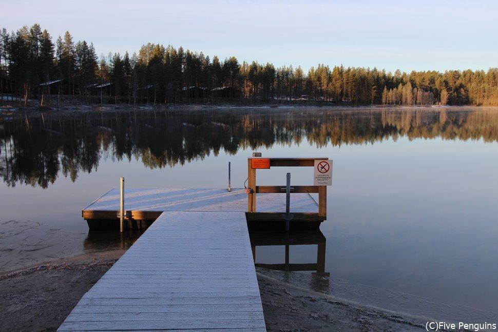 サウナのあとは広々とした湖にダイブ!これぞフィンランドスタイル。