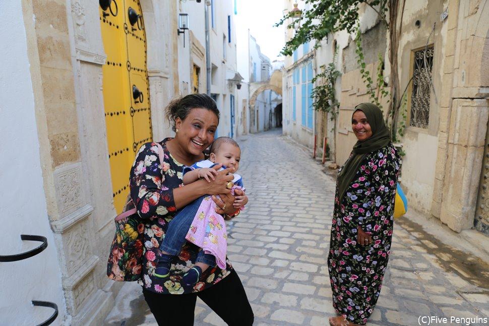 チュニジアで写真を撮ってチップと手を出す人は少ない