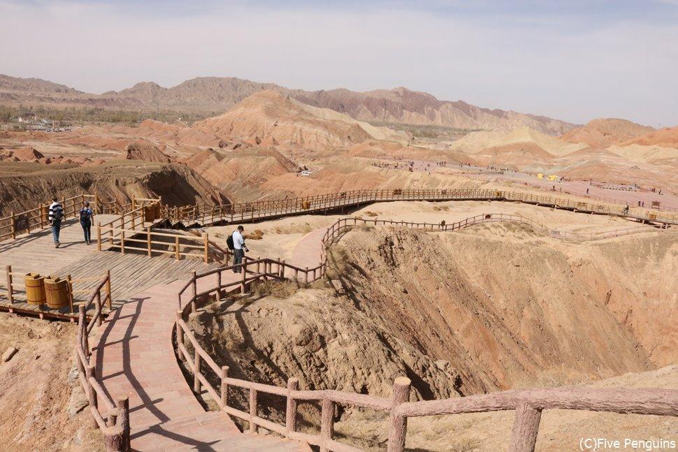 東西45km・南北10kmにもわたる広大な張掖丹霞地貌
