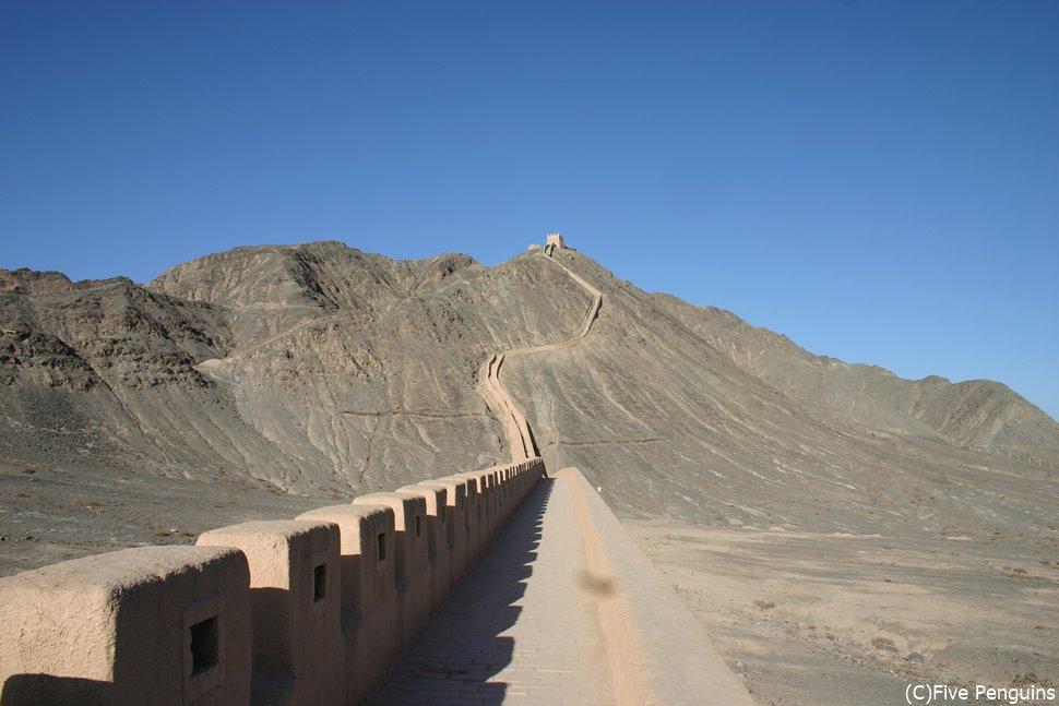 明代に築かれた最大傾斜が45度にもなる 懸壁長城