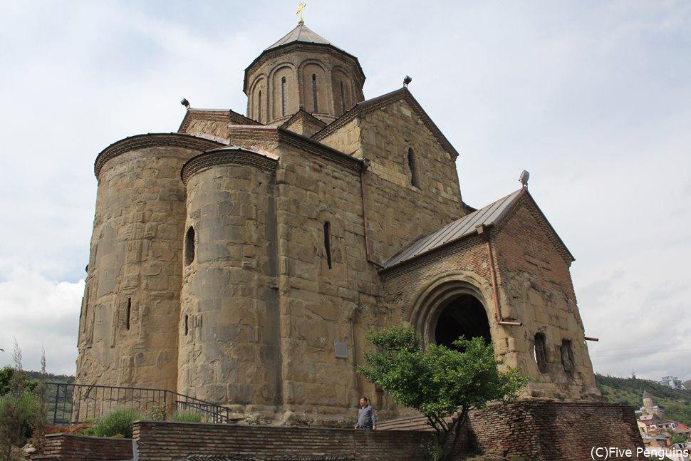 ジョージアにキリスト教を伝えたとされる、聖ニノの十字架があるシオニ大聖堂