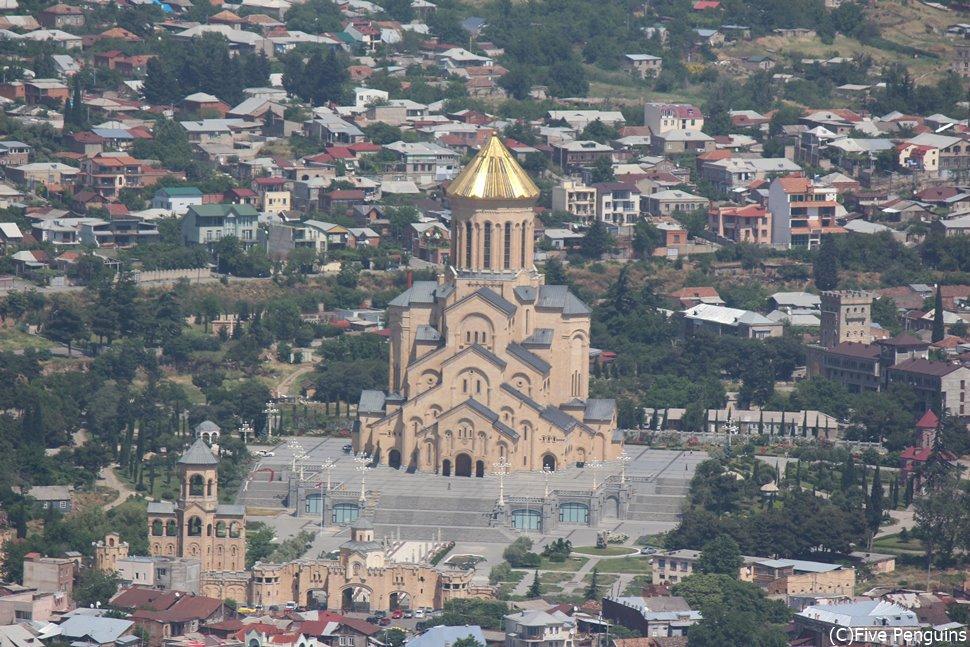 ムタツミンダ山から見たツミンダ・サメバ大聖堂