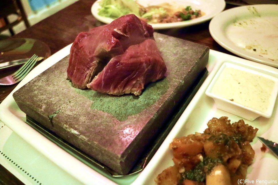 ストーングリルで食べるバヌアツビーフは絶品!