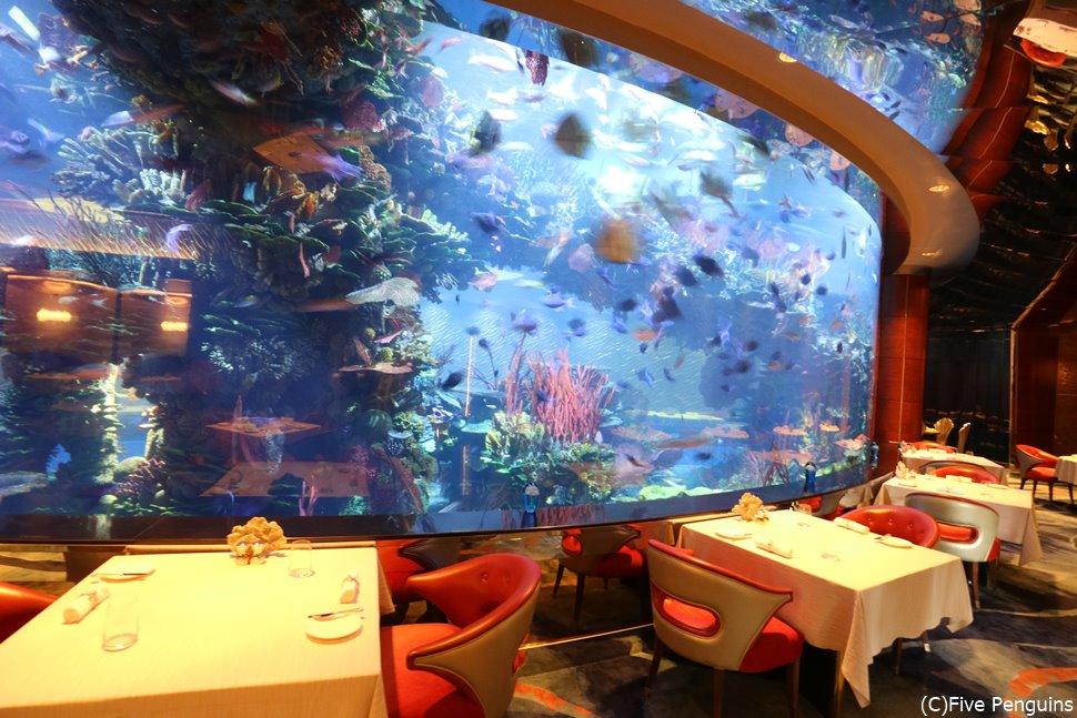 バージュアルアラブ 水槽のあるレストラン