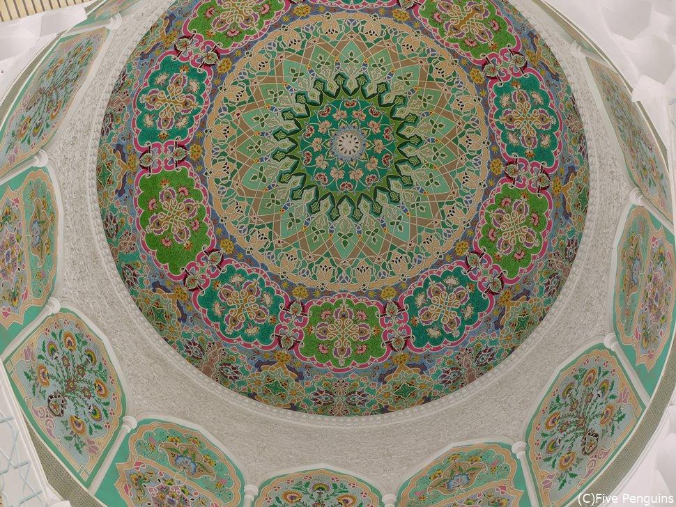 ピンク色がかわいらしい ドゥシャンベのモスク天井画