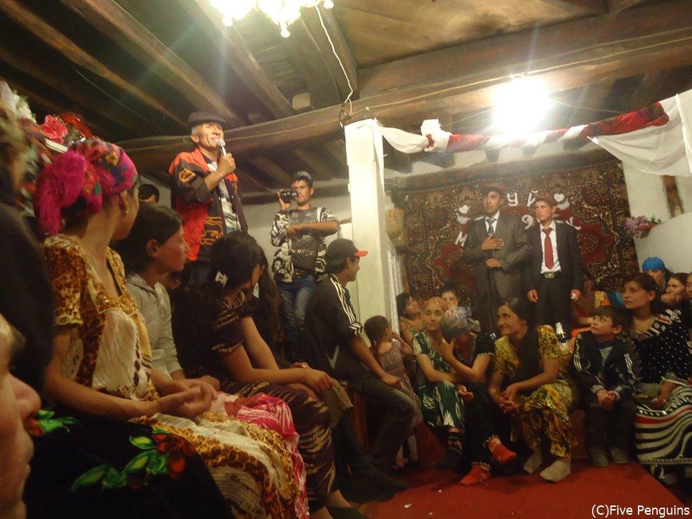 地元の人もフレンドリー!村人が結婚式に誘ってくれる機会に恵まれた!