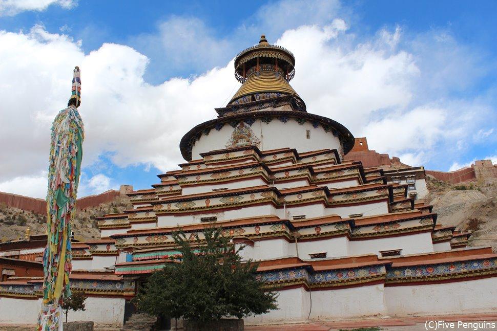 美しい仏塔が青い空に映える