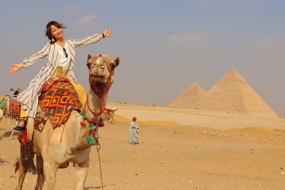 ピラミッドパノラマポイントでラクダ乗り