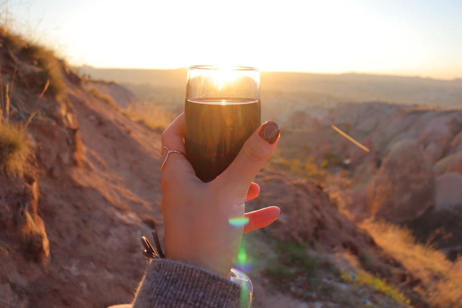 ローズバレーでワインを飲みながら夕日鑑賞